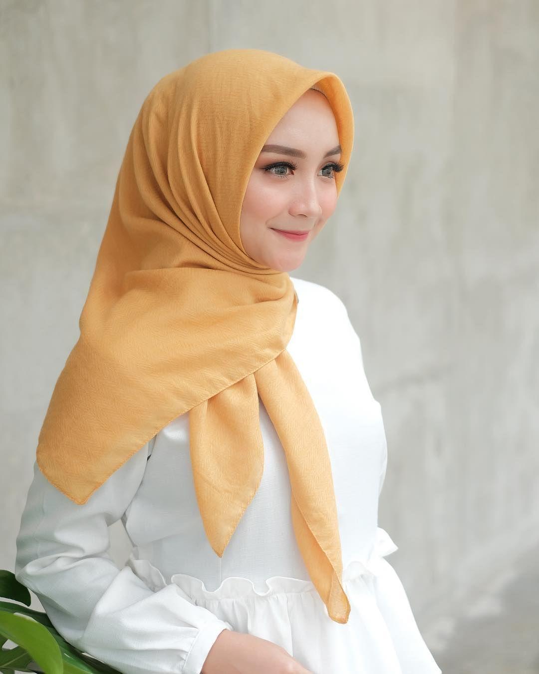 5 Tutorial Hijab Segi Empat a la Selebgram untuk Menghadiri Pesta