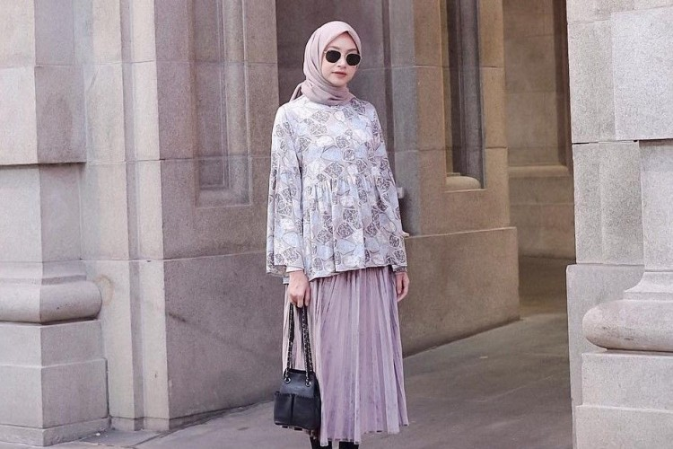 Makin Chic Saat Ngantor, Intip 5 Trik Padu-padan Hijab A la Bahjatina