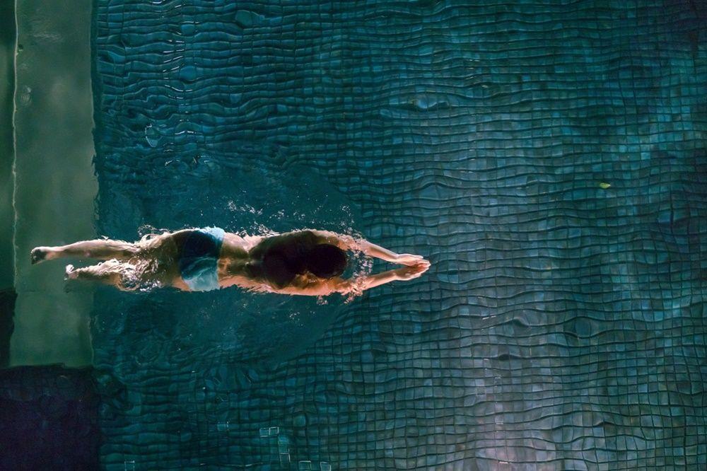 Hukum Berenang Saat Puasa