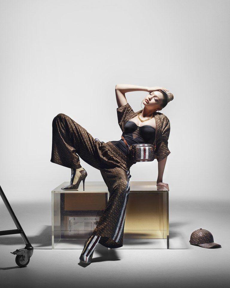 Transformasi Gigi Hadid di Kampanye Monogram Burberry Terbaru