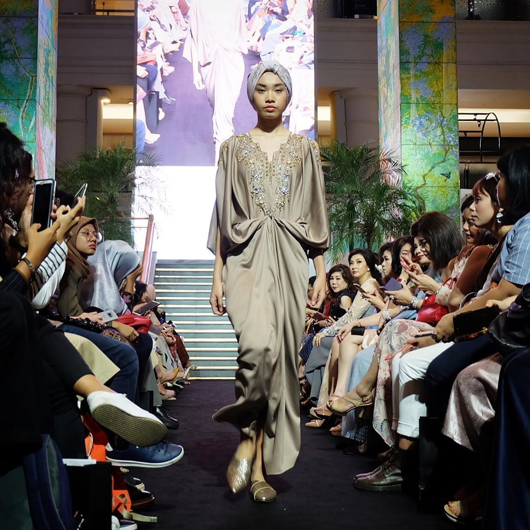 Trend Kaftan & Dress Nan Elegan di Pagelaran Busana Plaza Indonesia