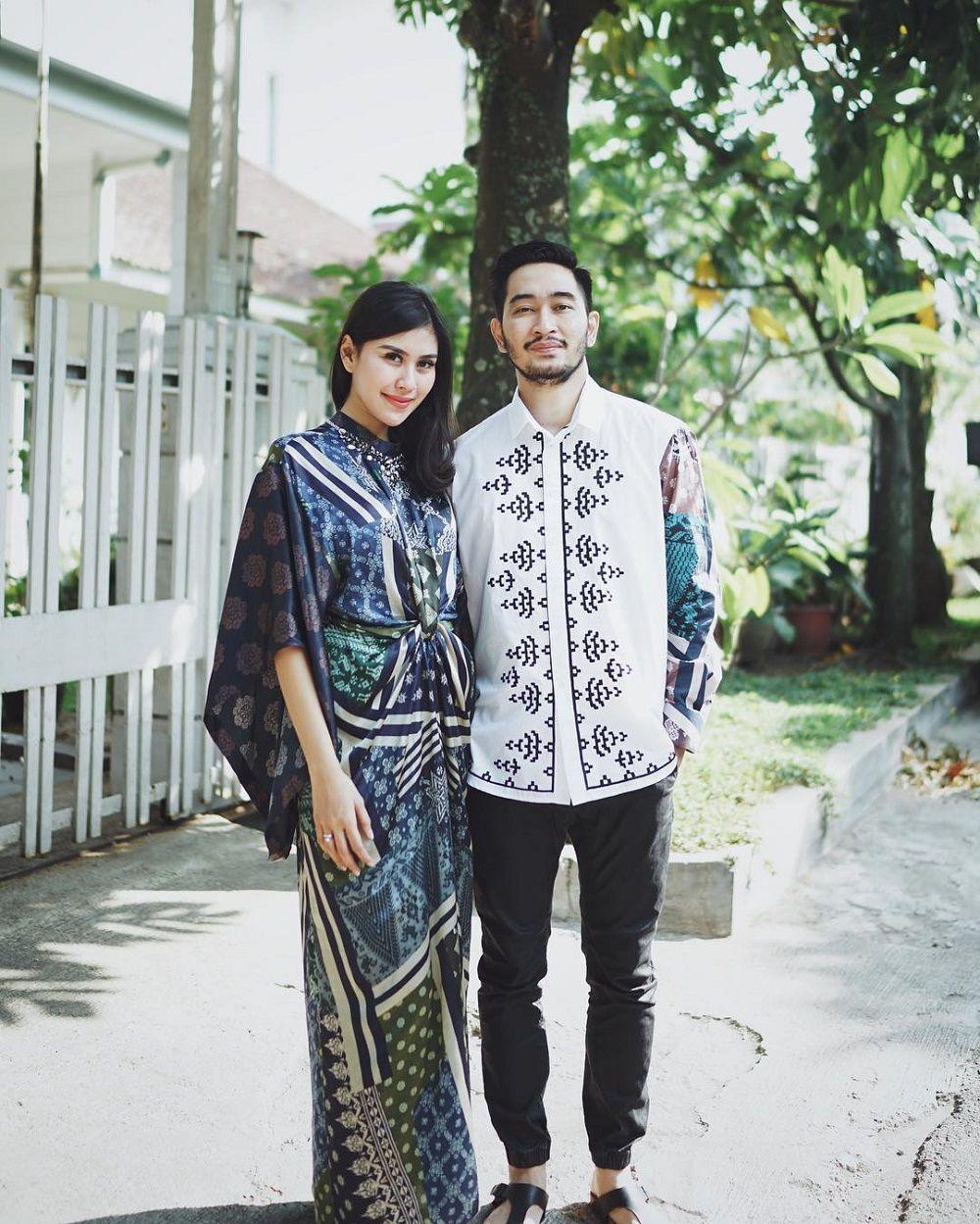 5 Referensi Baju Couple Lebaran Kece A la Seleb Indonesia