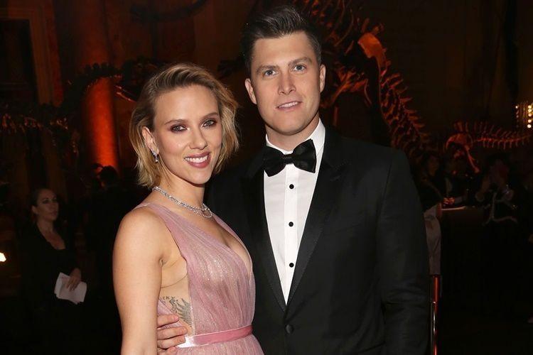 2 Tahun Pacaran, Scarlett Johansson dan Colin Jost Tunangan!