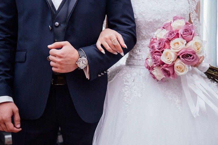 13 Tweet Lucu Ini Menggambarkan Apa yang Terjadi dalam Pernikahan