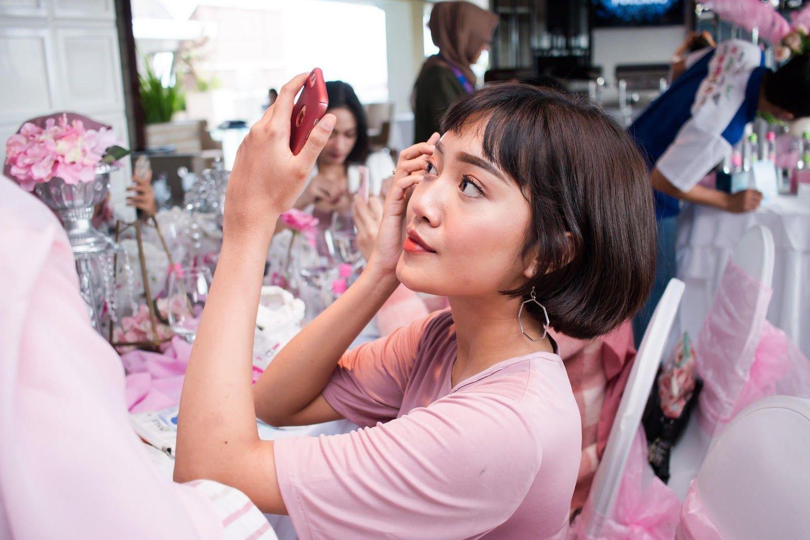 Kulit Wajah Bermasalah Karena Makeup? Ikuti Tips dari MUA Ini Yuk!