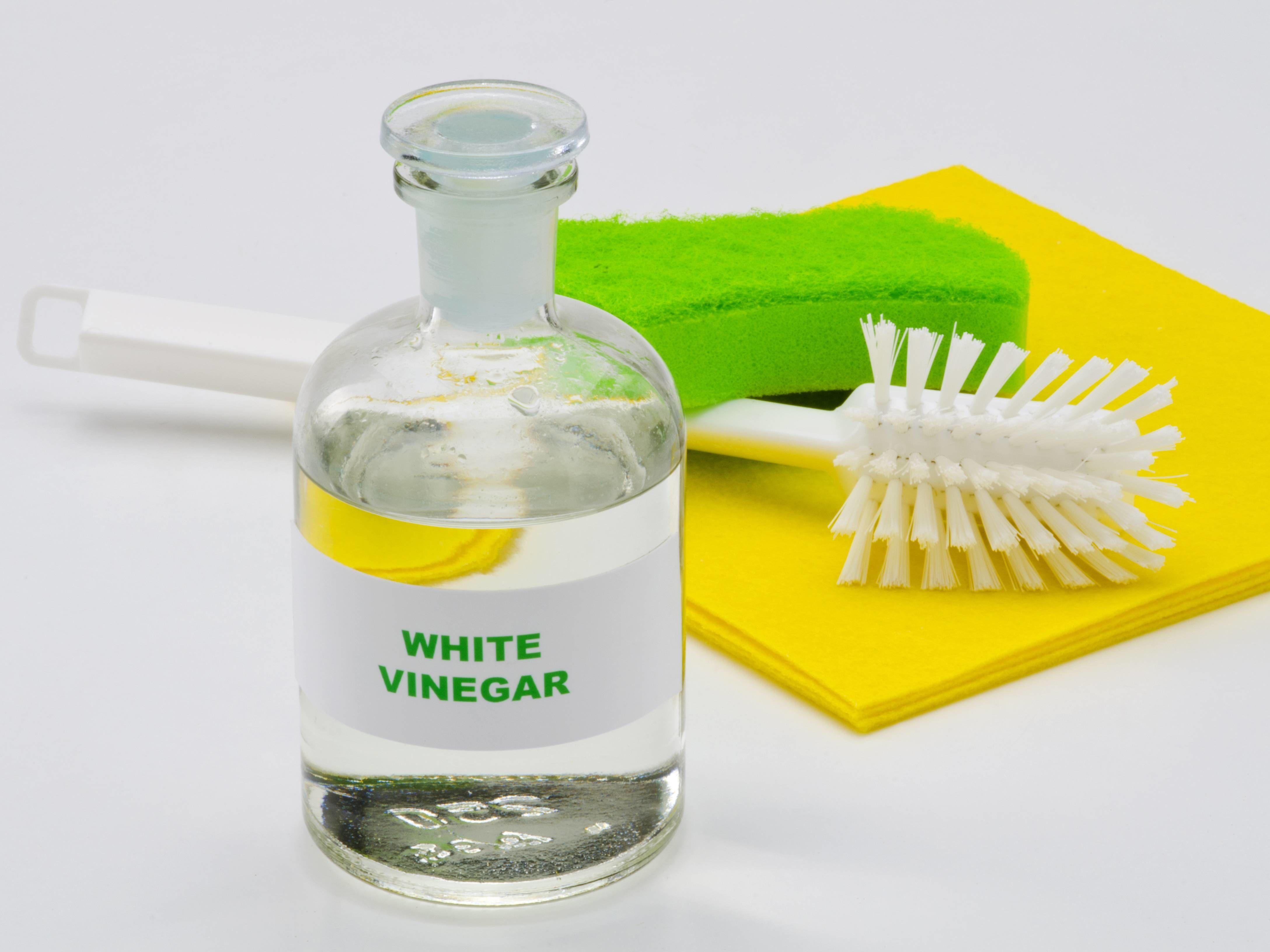 Simak 4 Cara Praktis Menghilangkan Noda Luntur Pada Baju Warna Putih
