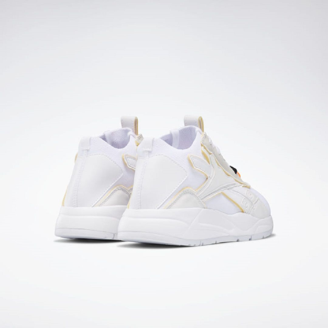 Victoria Beckham x Reebok Hadirkan Sneakers Minimalis yang Catchy