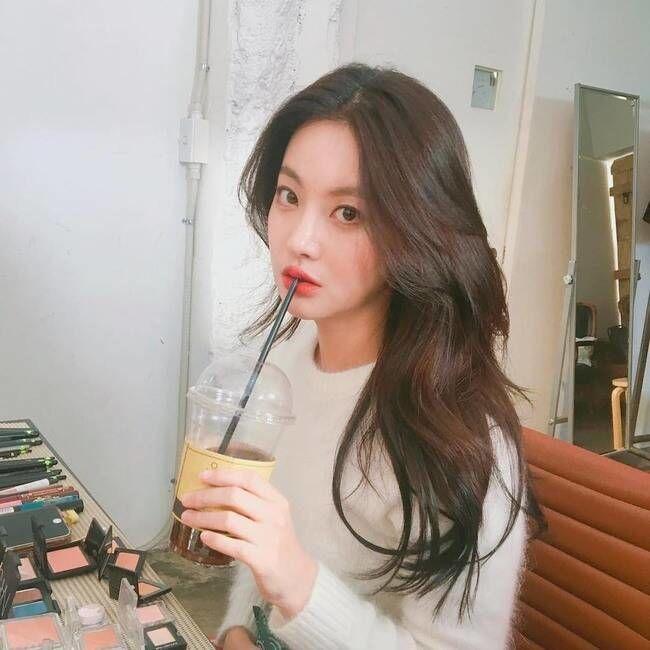 Tiru 5 Pose Selebritas Korea Ini Supaya Akun Instagram Makin Keren!