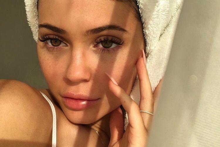 Unggah Video Mencuci Wajah, Kylie Jenner Dikomentari Netizen