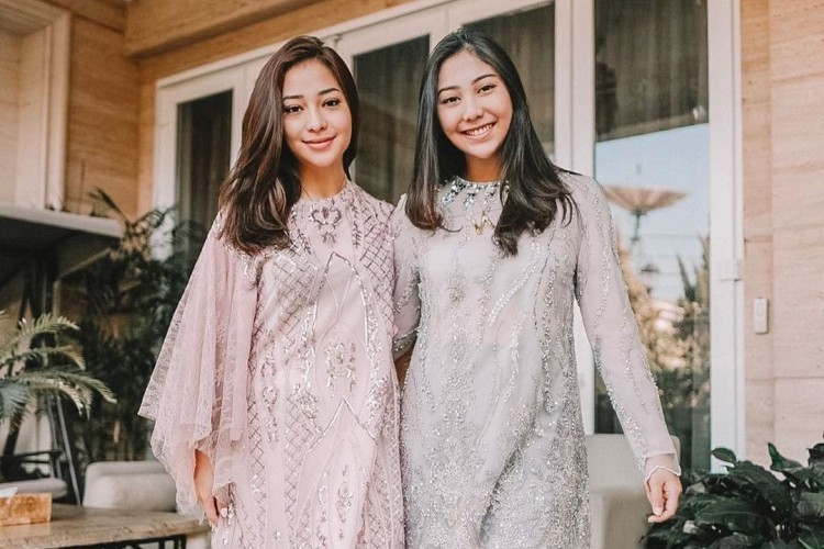 Mengintip Baju Lebaran Para Artis dari yang Sederhana hingga Mewah