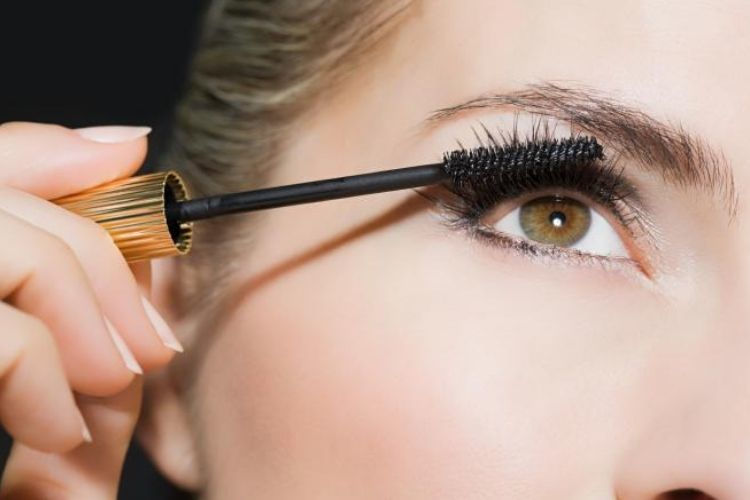 Supaya Makeup-mu Lebih Tahan Lama, Coba 7 Tips Ini Yuk!