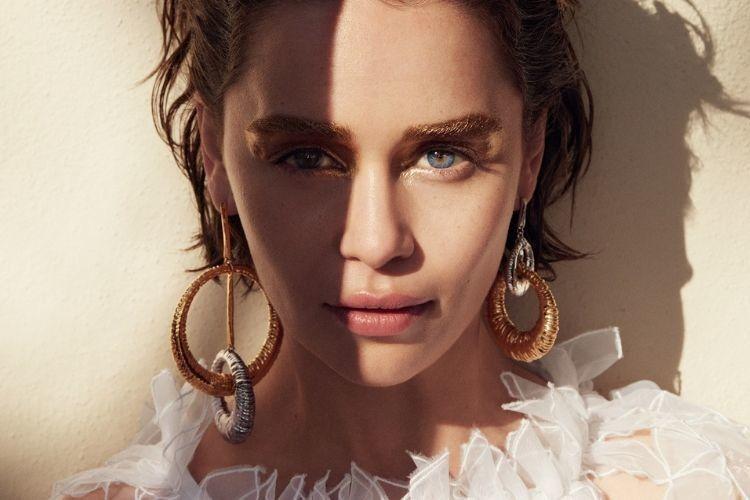 Selalu Tampil Menawan, Ini 7 Potret Emilia Clarke