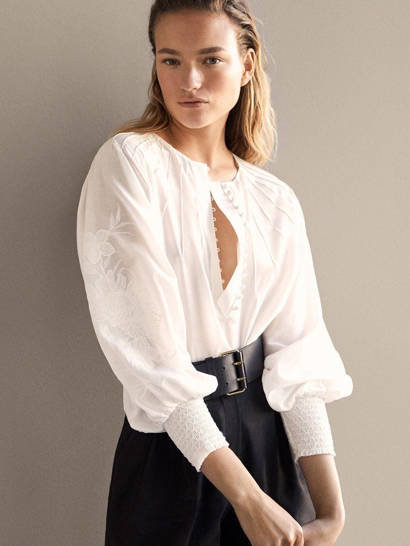 Selain Dress, Ini Model Atasan yang Juga Bisa Dipakai ke Acara Formal