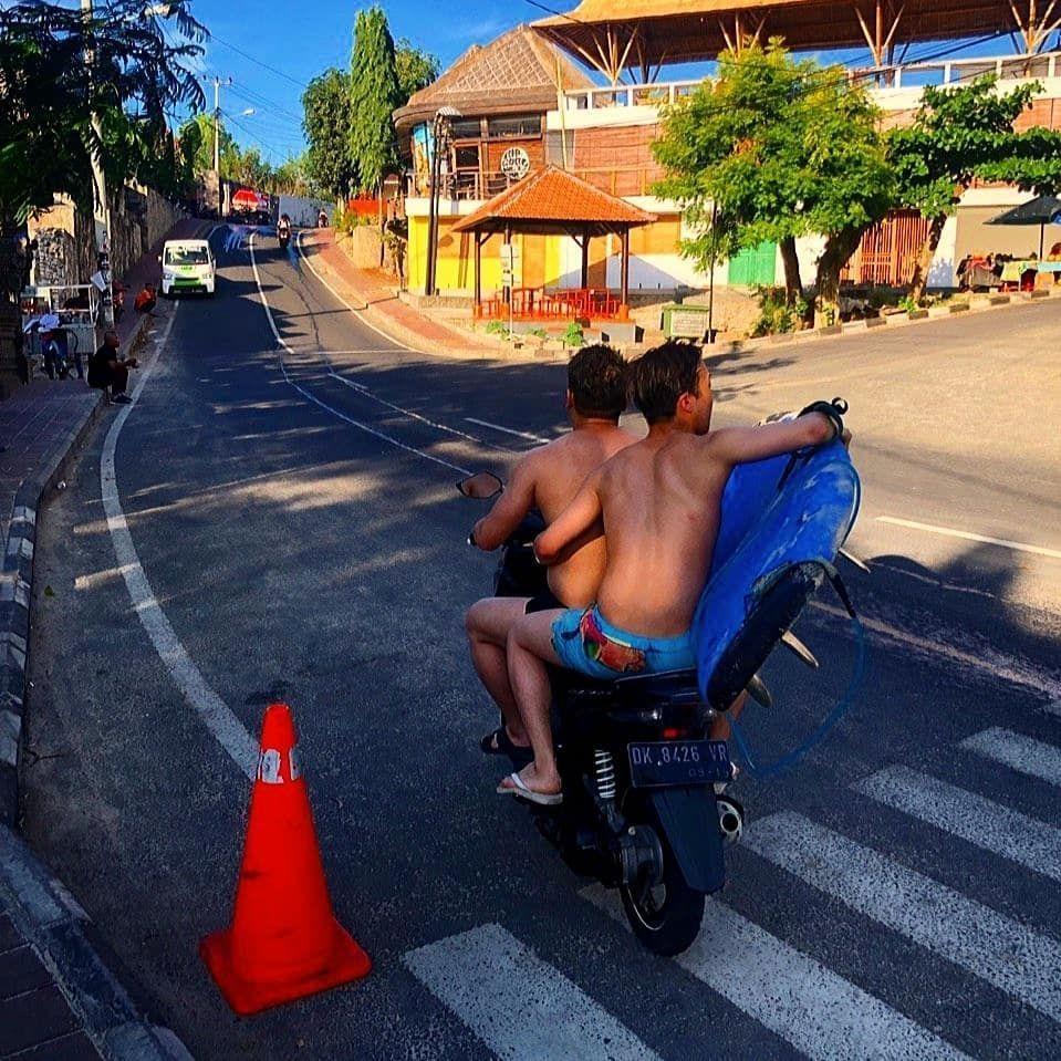 9 Kumpulan Foto Siwon Choi Suju Saat Liburan di Bali