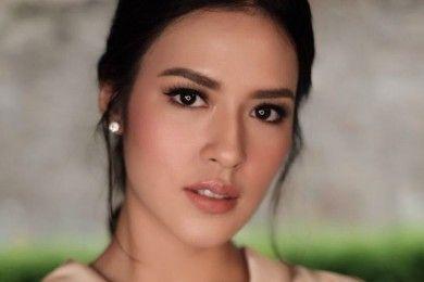 Masih Jadi Favorit, Ini 7 Gaya Artis Indonesia Saat Pakai Lipstik Nude