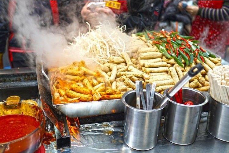 Beli Street Food di Jepang Nggak Boleh Makan Sambil Jalan
