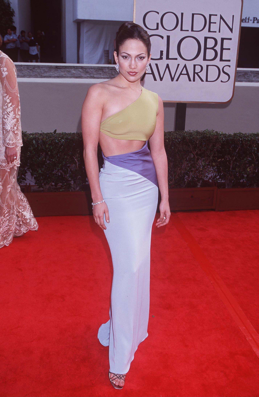 Tahun Ini 50 Tahun Gaya Jennifer Lopez Masih Seksi dan Perutnya Rata!