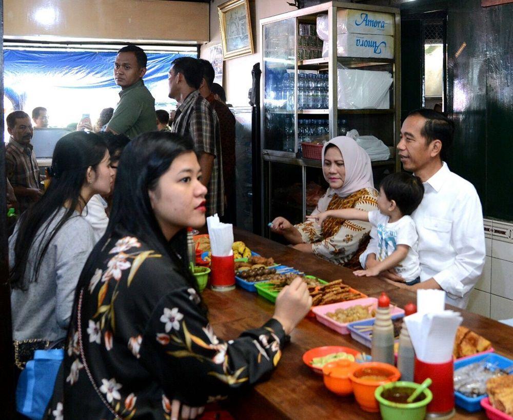 Ulang Tahun, Ini Momen Hangat Jokowi dengan Keluarga