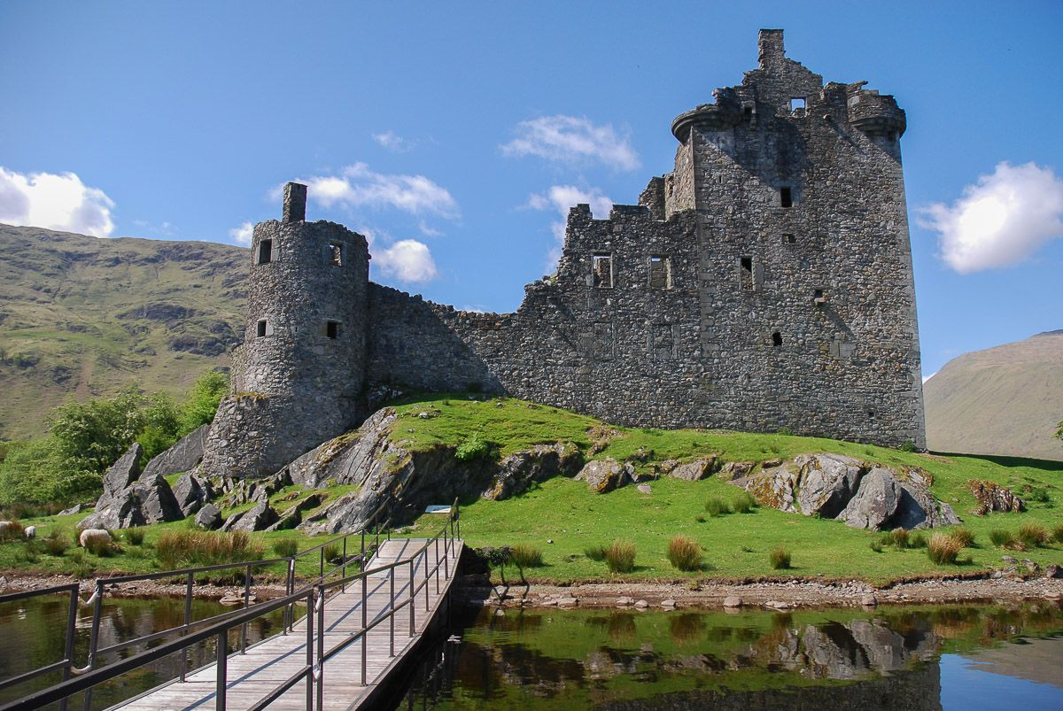 Kastil Terbengkalai Terbaik yang Cocok untuk Dikunjungi