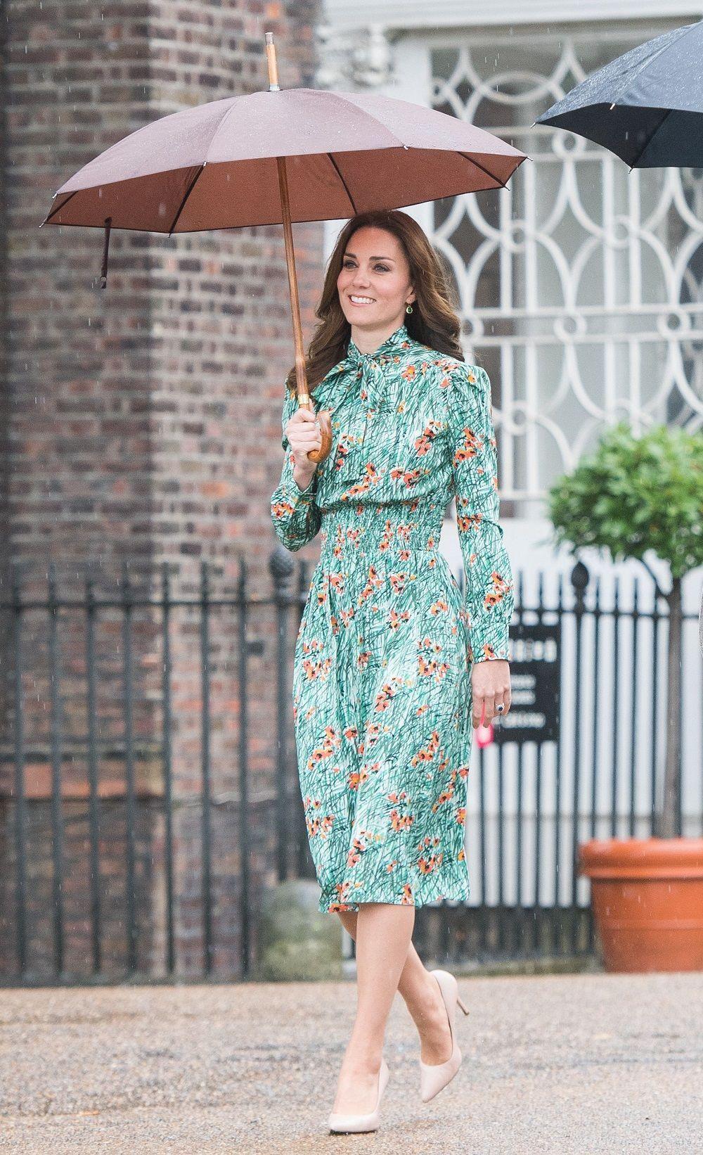 7 Dress Motif Bunga yang Pas Kamu Pakai di Musim Panas