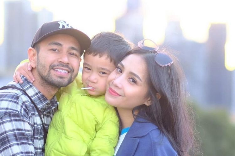 Berlibur Bersama Keluarga, Begini Gaya Makeup & Rambut Nagita Slavina