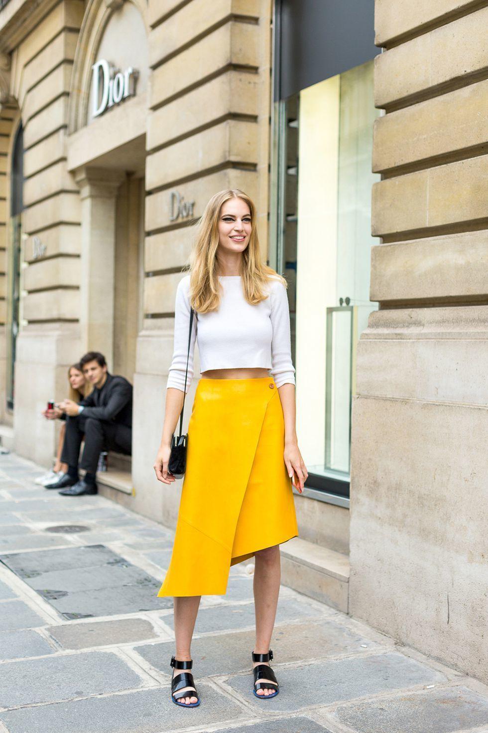 5 Model Baju Musim Panas yang Seru Dipakai ke Kantor