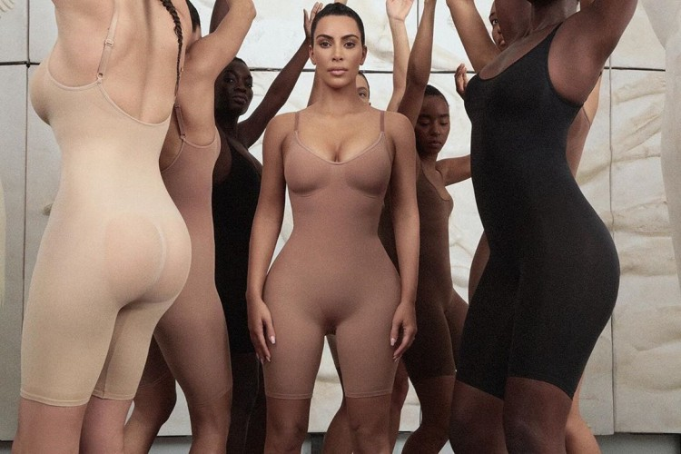 Kontroversi Brand KIMONO Milik Kim Kardashian West
