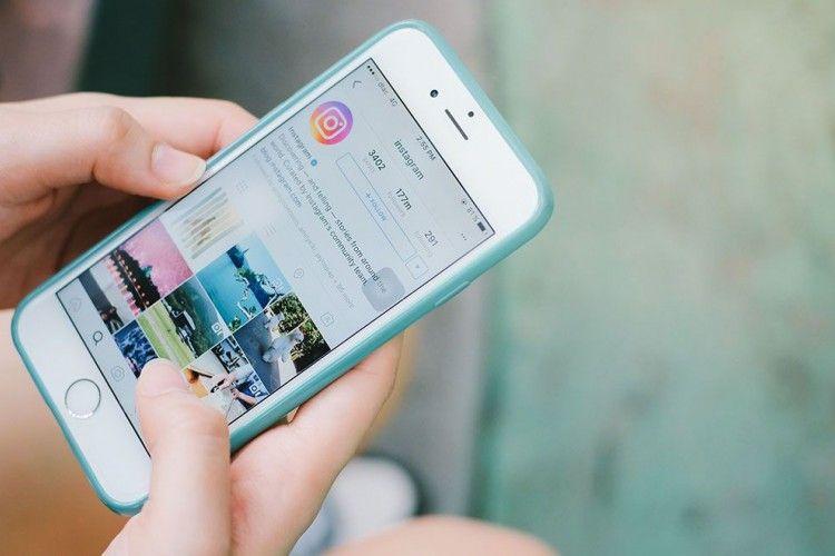 Kenapa Pacar Ogah Posting Fotomu di Media Sosial? Ini Sebabnya