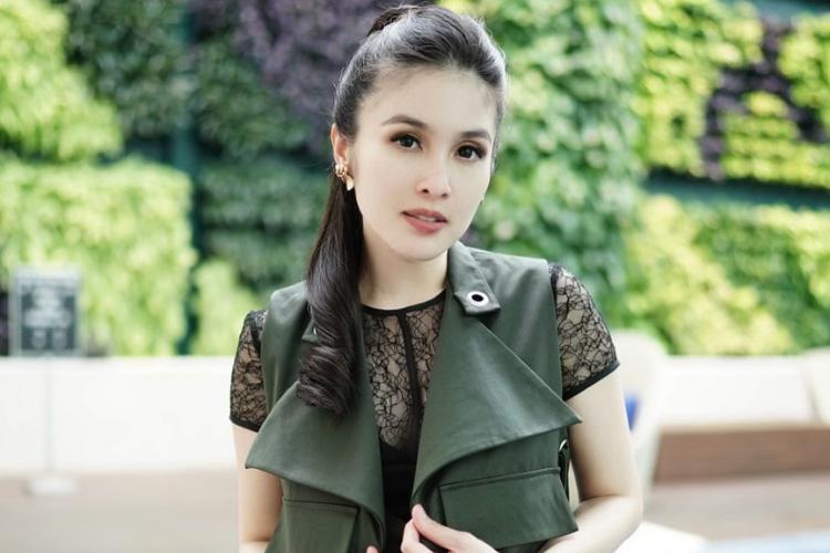 7 Gaya Makeup Sandra Dewi yang Bisa Jadi Inspirasi