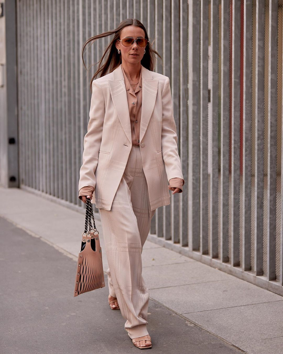 Model Baju Kerja Wanita Profesional Tapi Tetap Kekinian