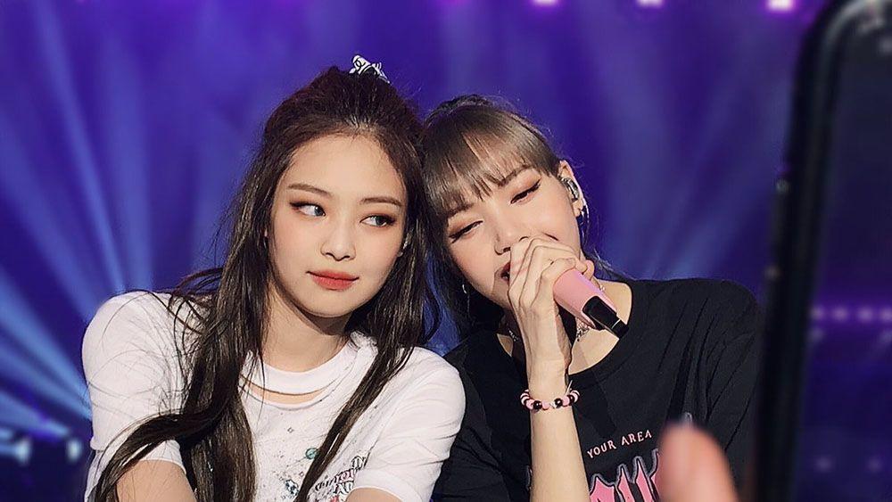 Heboh! Lisa dan Jennie 'BLACKPINK' Tandatangani Lisensi Nikah?