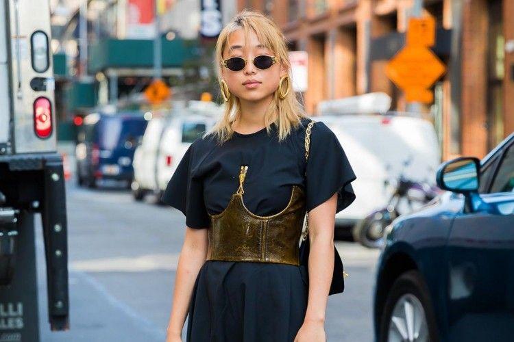 5 Model Dress Feminin yang Bisa Diandalkan Si Cewek Tomboy