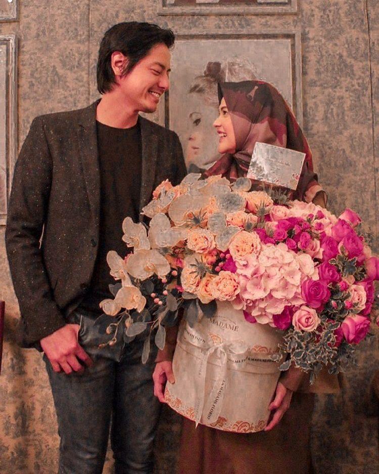 Unggah Foto Bareng Roger Danuarta, Cut Meyriska Kasih Kode ke Netizen?