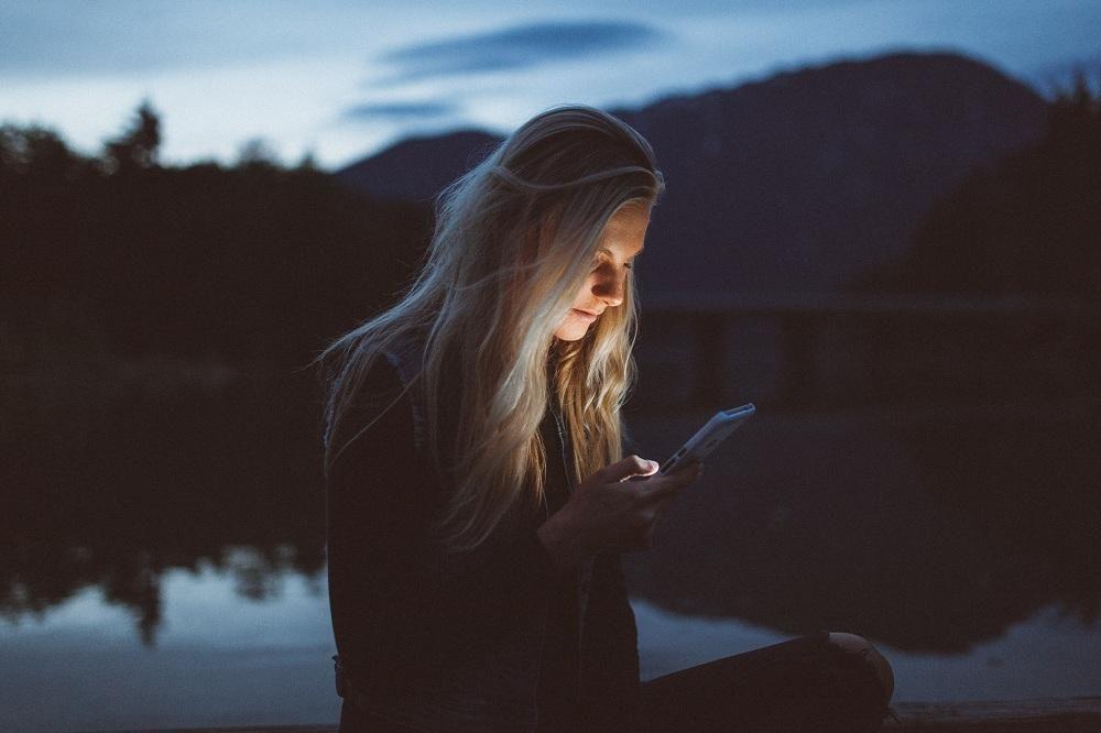 Dear Cewek, Ini 5 Pengaruh Buruk Media Sosial Bagi Kesehatan Mental