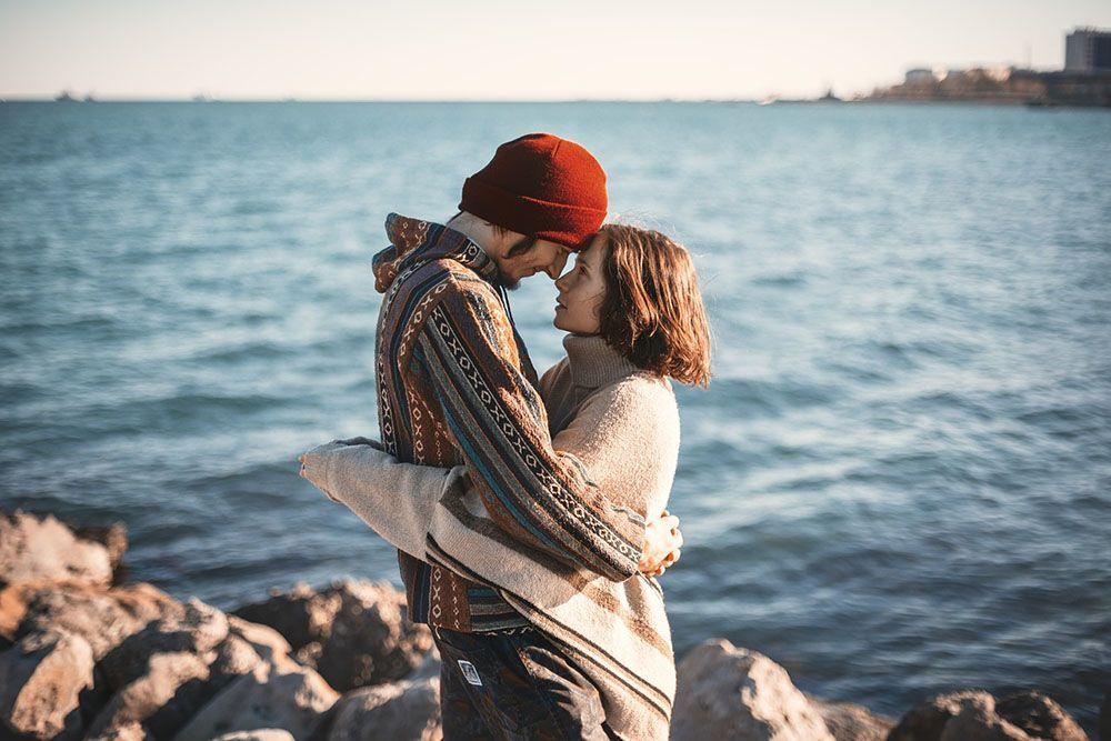 9 Tanda bahwa Kamu dan Dia adalah Pasangan Serasi