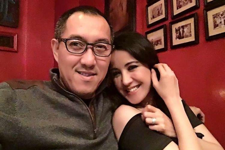 Menikah dengan Politisi, 5 Artis Indonesia Ini Setia Menemani