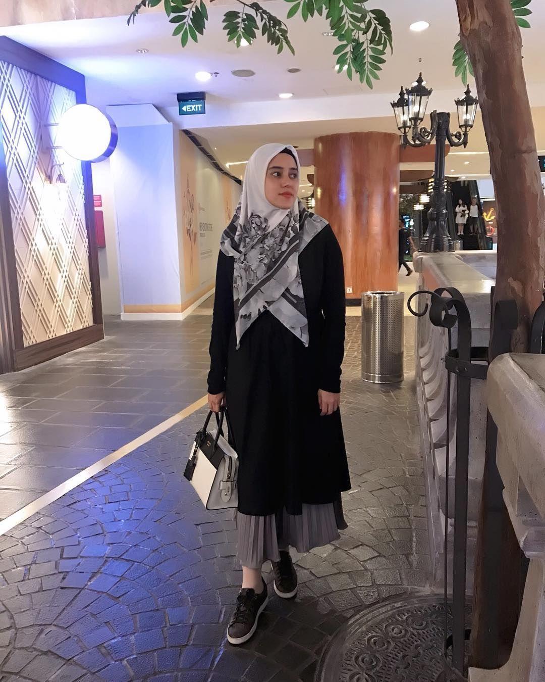 Potret OOTD Hijab Casually Chic a laFairuz A Rafiq