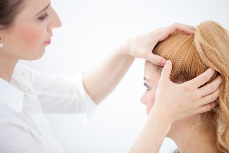 7 Penyebab Rambut Rontok yang Wajib Kamu Ketahui
