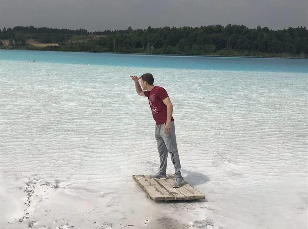 10 Potret Nekat di Danau Berbahaya Maldives Rusia