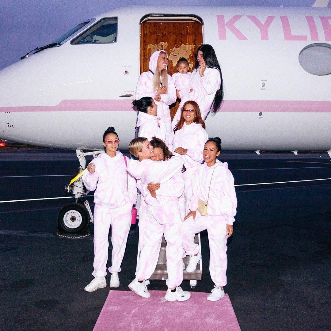 Wow! Kylie Jenner dan Sofia Richie Unggah Foto Telanjang Saat Berlibur