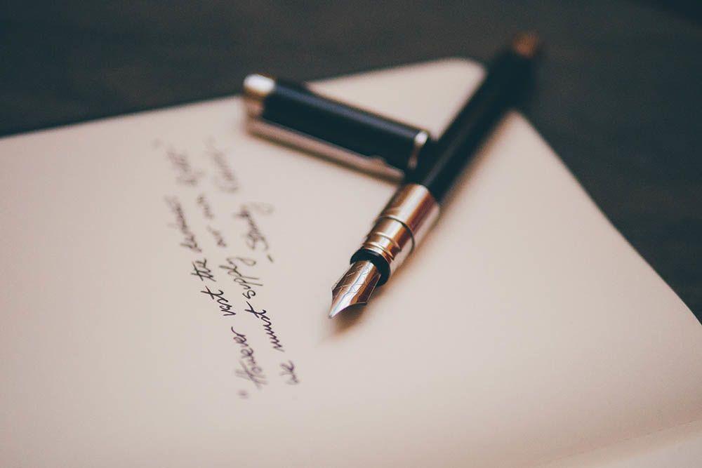 9 Puisi Jatuh Cinta yang Romantis dan Menyentuh Hati