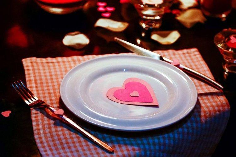 Simak Perbedaan Pasangan yang Suka Ngajak Makan Malam dan Nonton