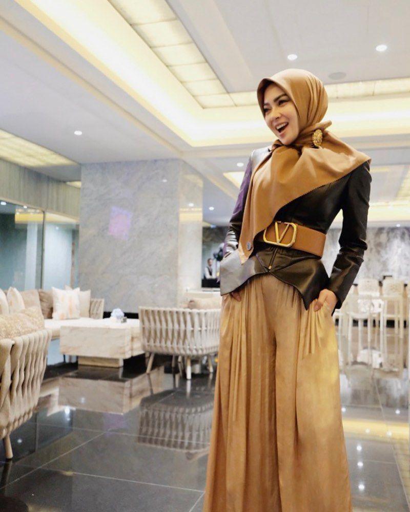 Trik Padu-padan Hijab yang Elegan a la Syahrini