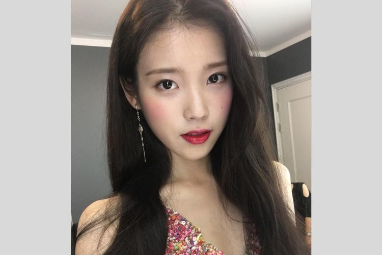 7 Potret Cantik IU, Penyanyi Korea Bersuara Lembut