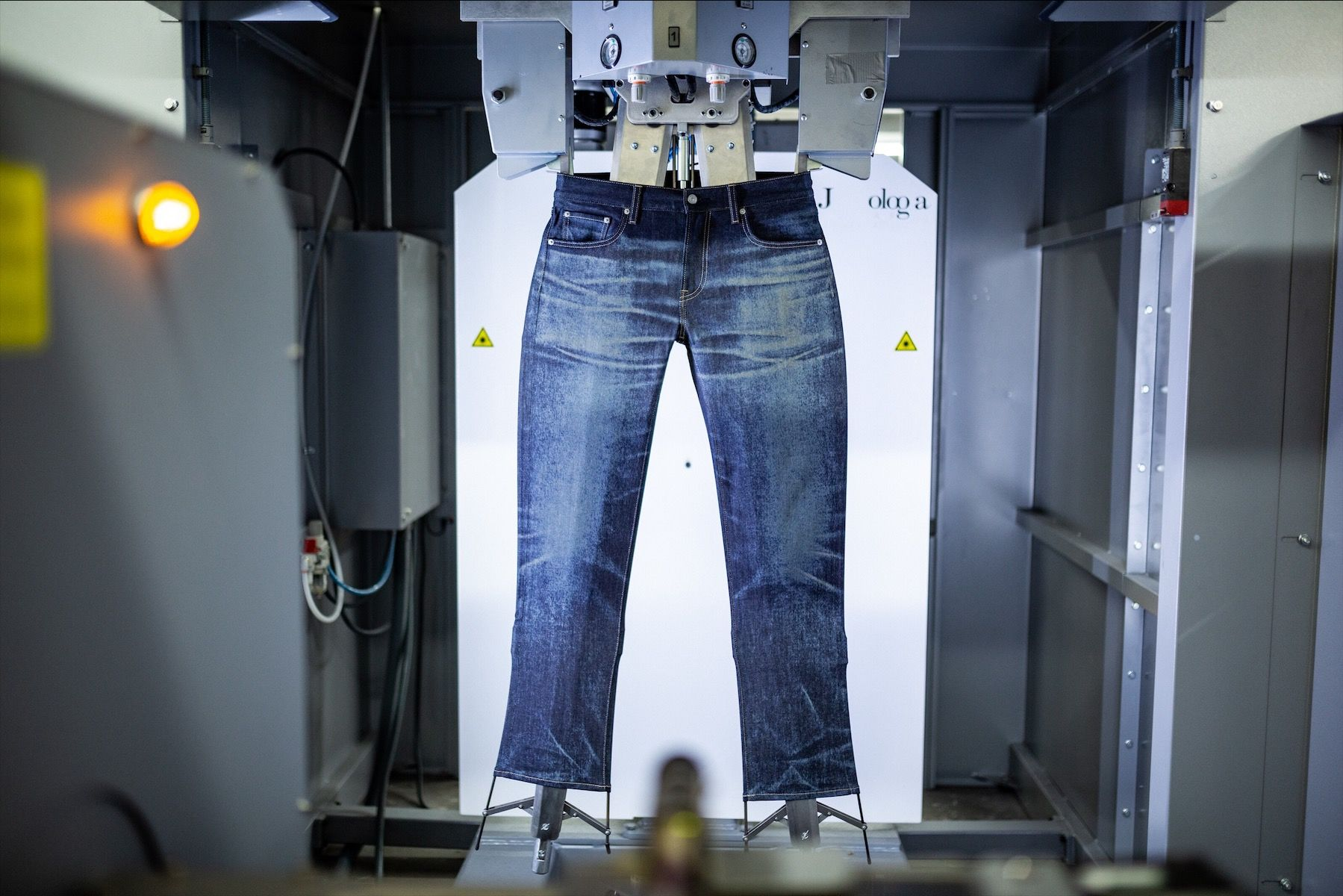 Evolusi Pembuatan Jeans dari Cara Tradisional hingga Kekinian