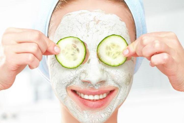 Buat Wajah Semakin Bercahaya dengan 7 DIY Masker Buah Ini Yuk!