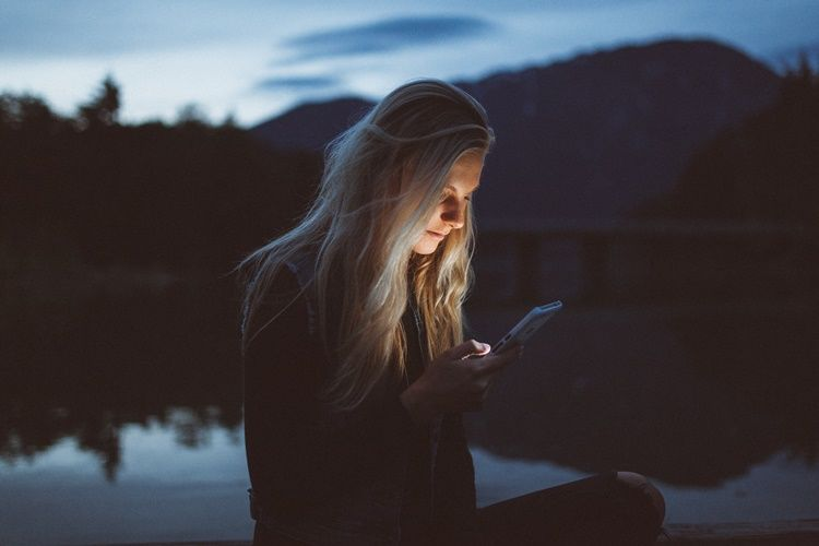 10 Cara yang Benar dan Salah Saat Chatting dengan Gebetan