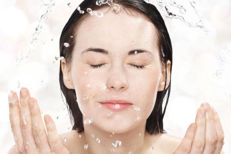 7 Cara Mengencangkan Kulit Wajah Secara Alami agar Awet Muda