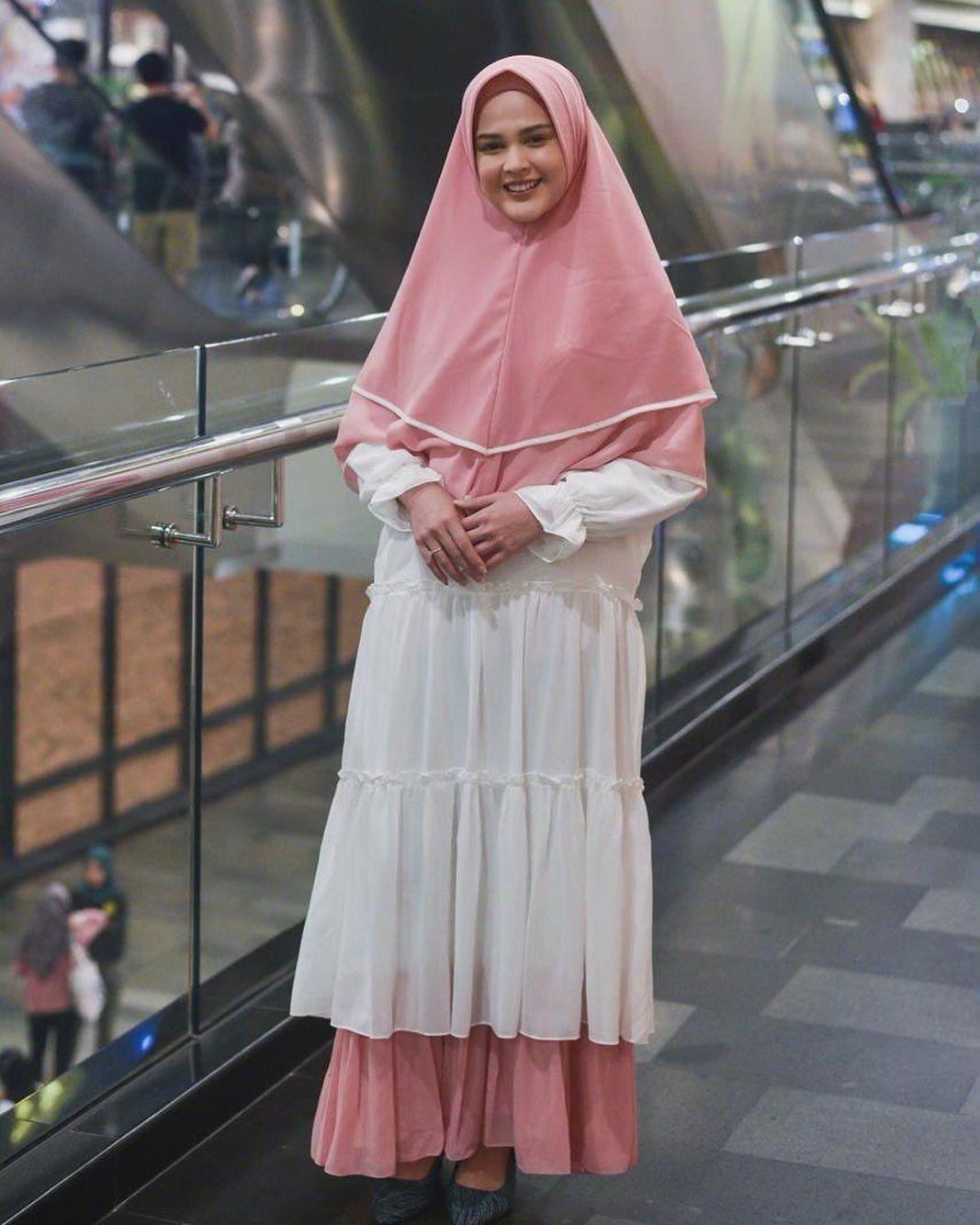 7 Cara Padu-padan Hijab Sederhana dari Cut Meyriska yang Tetap Menarik