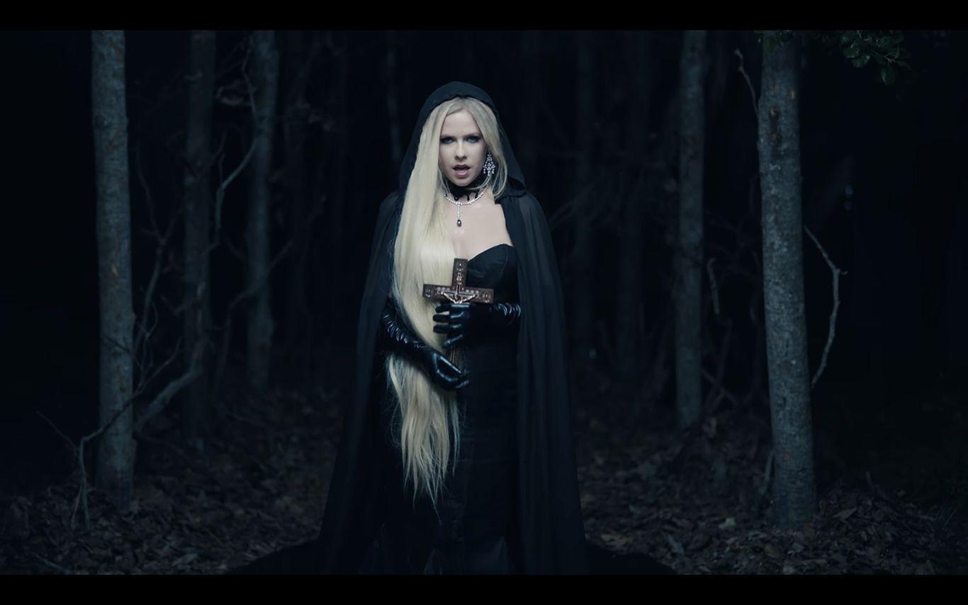 Lirik Lagu Avril Lavigne I Fell in Love with the Devil